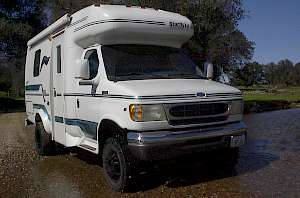1999 Coachman 4x4 close up