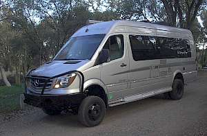 Winnebago ERA with Whitefeatther 4x4 and front bumper